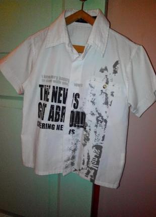 Рубашка белая с принтом на рост 116 см