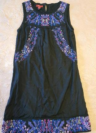 Красивое платье с вышивкой от monsoon