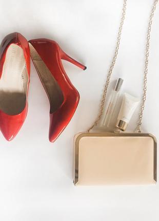 Ідеальні базові червоні туфлі