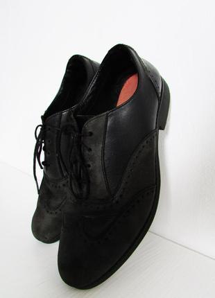 Черны кожаные туфли оксфорды clarks