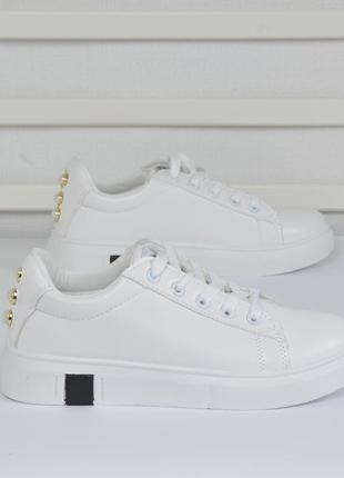 Кроссовки белые из эко-кожи.  размеры 37.38.40