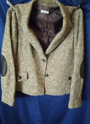 Весенний осенний костюм шерсть деловой офисный с кожаными латками на рукавах  с юбкой миди