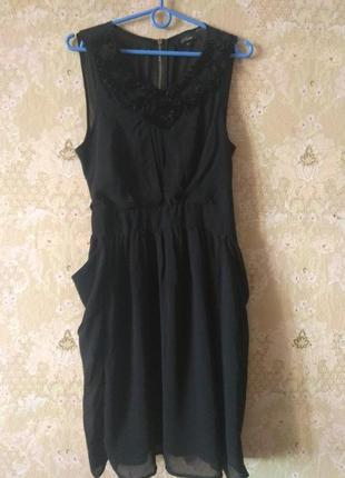 Красивое маленькое чёрное платьице
