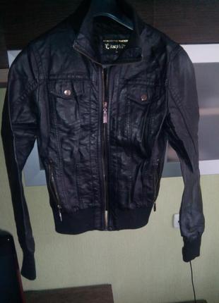 Курточка из кожзама