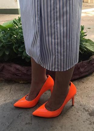 Sale на все: яркие туфли лодочки оранжевые, неоновые италия