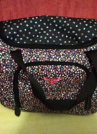 Красивая маленькая дорожная сумка