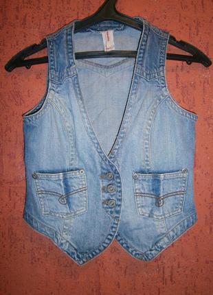 Сипатичная жилетка джинс