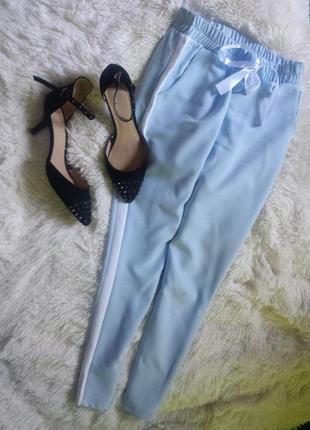 Шикарные туфли лодочки с актуальными шипами на среднем каблуке