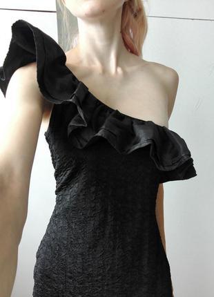 Платье river island на одно плече с рюшами.