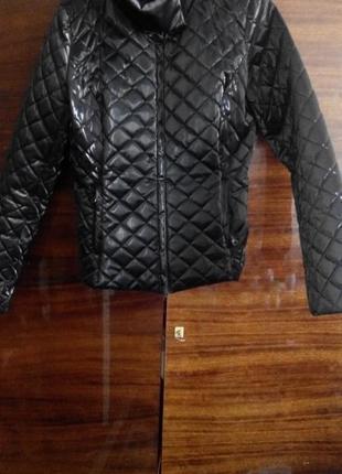 Черная весенняя курточка oggi