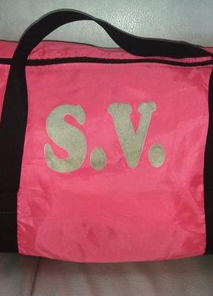 Ярко- розовая спортивная сумка для модниц decathlon