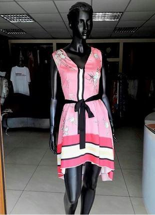 Вишукана асиметрична по низу сукня