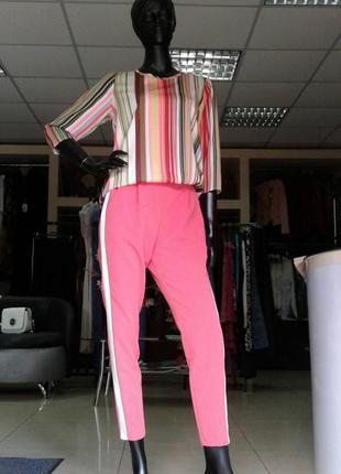 Яскрава блуза в полоску