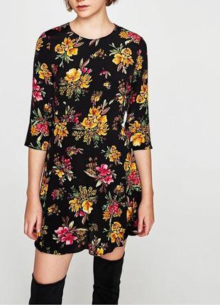 Красивое платье в цветочный принт zara