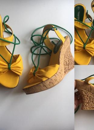 Желтые сандали со шнуровкой на платформе yessica размер: 40