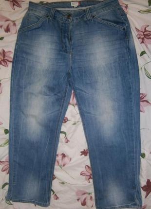Коротенькие джинсики с разрезами