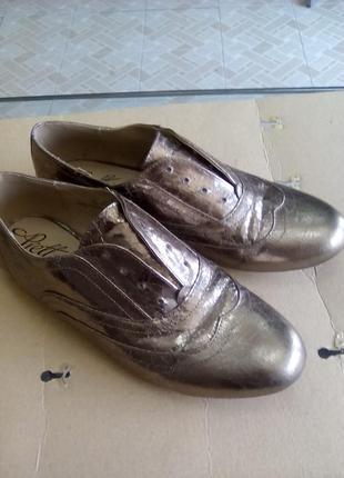 Бронзовые туфли на низком, оксфорды.