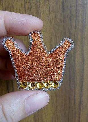 Красивая брошь корона  в оранжевых блестках для самых, самых