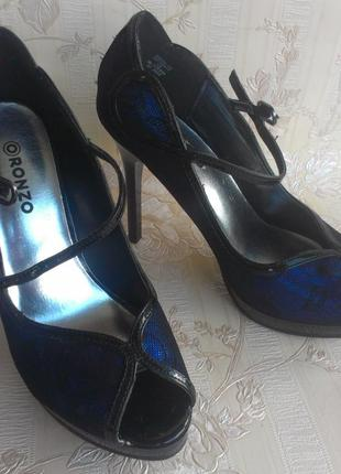Ronzo босоножки на каблуке новые