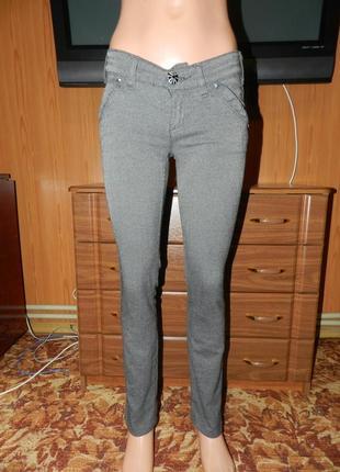 Серые повседневные брюки