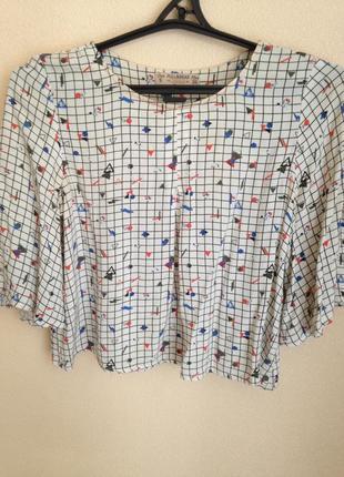 Легкая блуза с оригинальным принтом