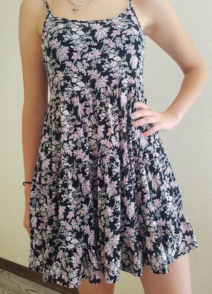Летнее платье в цвиточный принт.