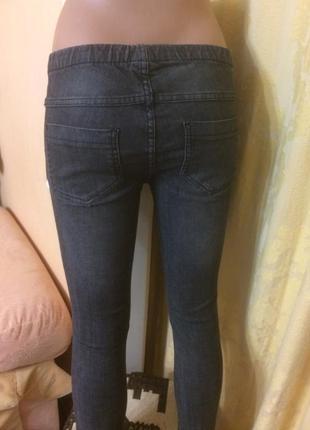 Крутые джеггинсы, джинсы цвета мокрого асфальта с карманами