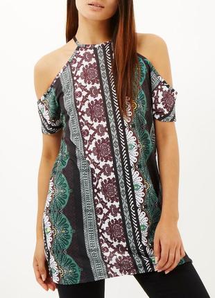 Платье в принт открытые плечи
