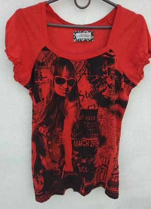 Красная длинная футболка