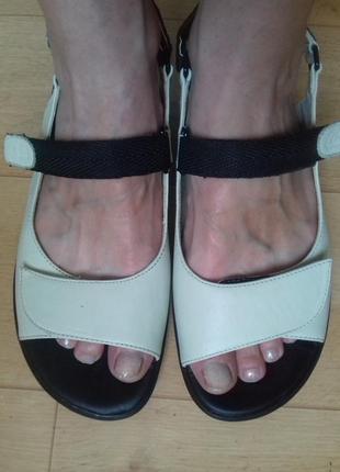 Босоножки кожаные clarks на широкую ногу. 25.5 см