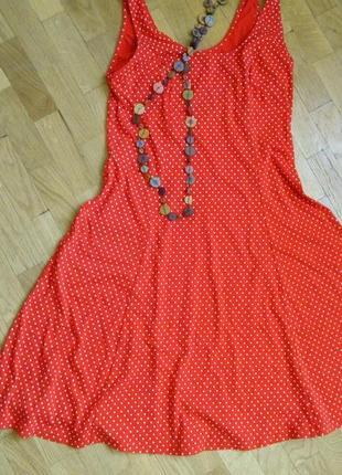 Плаття-сарафан в горошок.