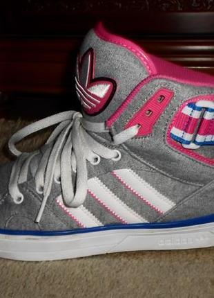 Отпадные мягкие яркие бренд.кроссовки-сникерсы adidas,оригинал,2в1