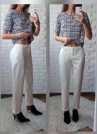 Белые брюки зауженные к низу
