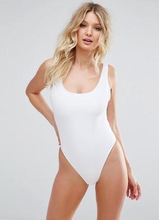 Белоснежный купальник, цельный сдельный спортивный