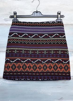 Фиолетовая чёрная мини юбка с вышивкой в орнамент atmosphere