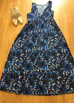 Длинное нарядное платье в цветы