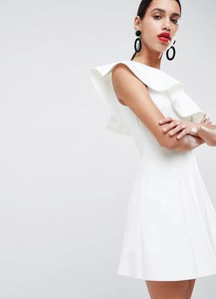 Asos ніжна біла сукня з воланом