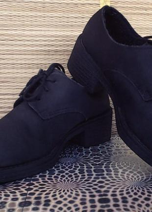Классные ботинки на толстом каблуке