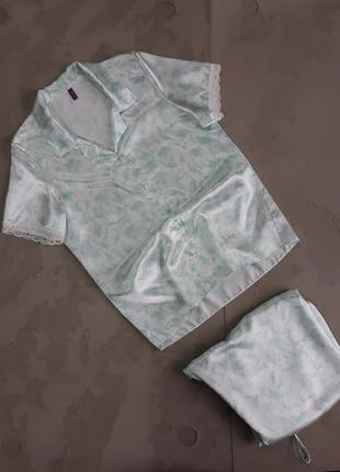 Стильная атласная пижама невероятно нежного цвета