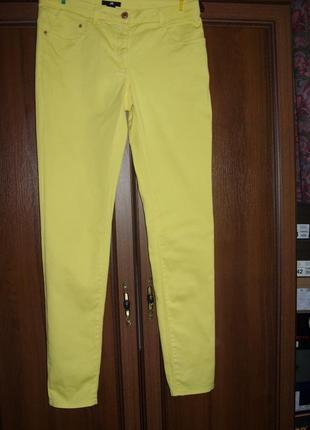 Брюки скинни яркого желтого цвета р.10  h&m