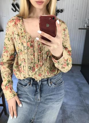 Блуза в цветочек zara