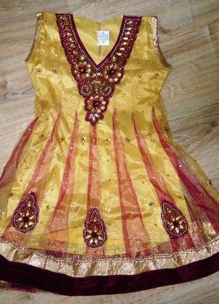 Платье с камнями в индийском стиле на 3-5 лет.1