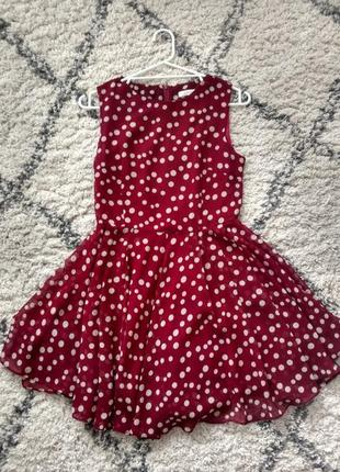 Яркой красивое платье в горошек
