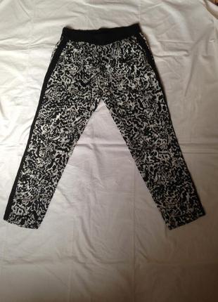 Bershka новые штаны на резинке  с лампасами размер l