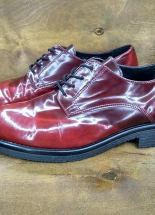 Трендовые кожаные лаковые туфли туфельки clarks красивый цвет ( 38 размер )