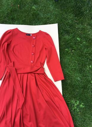 Яркое платье beloved