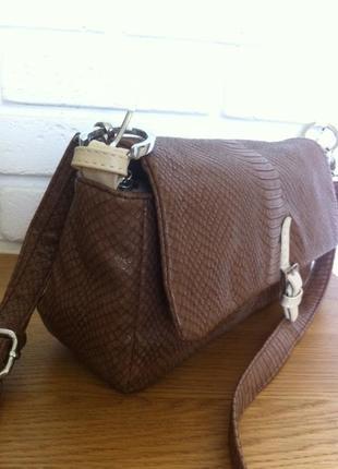Кофейная сумочка экокожа под рептилию на длинном ремешке_farfalla rosso