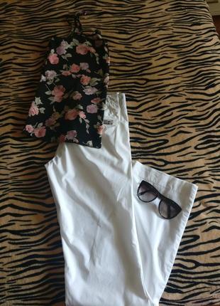 Супер белые штаны от tommy  hilfiger  (оригинал) р. 26 (s или даже xs)