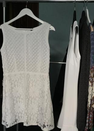 Шикарное белое платье naf-naf