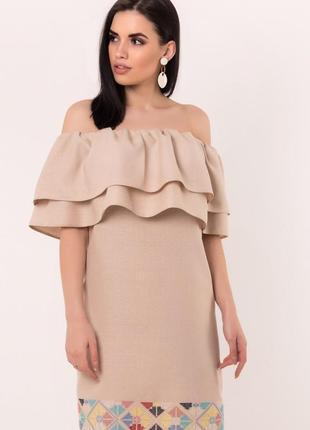 Вышитое платье , дизайнерское от seam